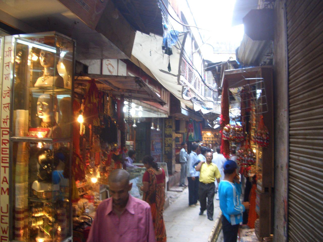 Kashi vishwanath temple street