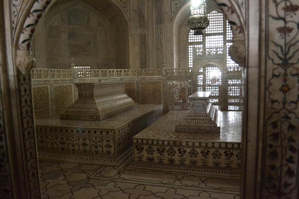 Tomb-of-Mumtaz-Mahal